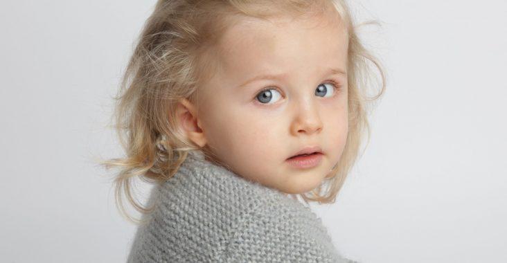 Coiffure pour un bébé barettes